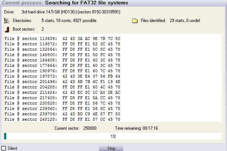 Lúc này, phần mềm sẽ dò tìm dữ liệu trong thẻ nhớ, USB của bạn.