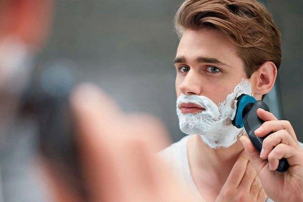 """Đã đến lúc các bạn nữ nên ra tay """"tút"""" lại vẻ đẹp trai cho chàng bằng một chiếc máy cạo râu hiện đại rồi!"""