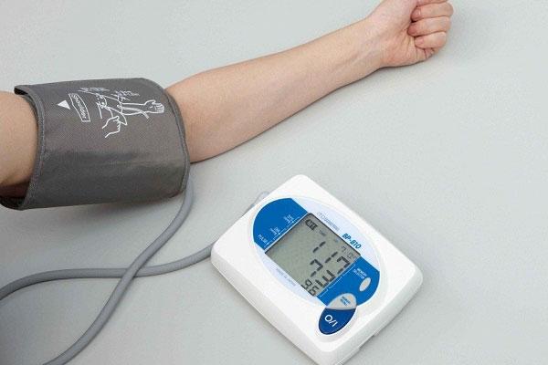 Máy đo huyết áp bắp tay khá thông dụng hiện nay