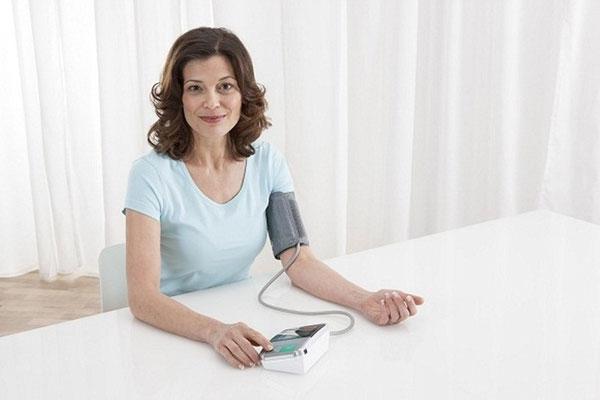 Máy đo huyết áp giúp phát hiện nhanh chóng những dấu hiệu nguy hiểm