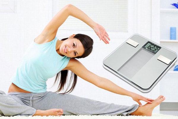Việc tăng cân hay xuống cân nhanh cũng là dấu hiệu của bệnh và nhờ sự có mặt của cân sức khỏe, bạn sẽ sớm phát hiện điều đó