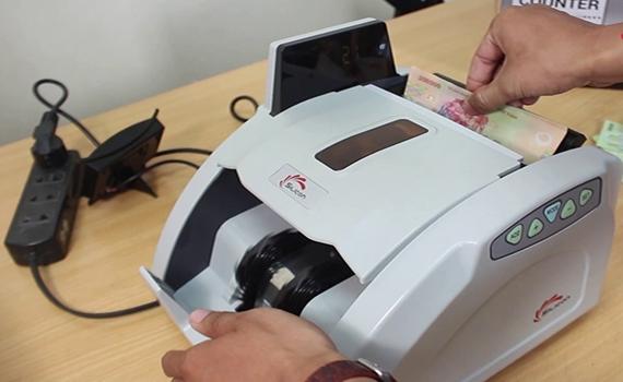 Máy đếm tiền thông minh Silicon MC-9900N phân loại tiền nhanh chóng, dễ dàng