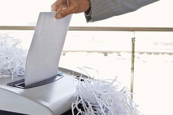 Tùy vào mức độ nhạy cảm của tài liệu để chọn máy hủy giấy vụn hoặc sợi
