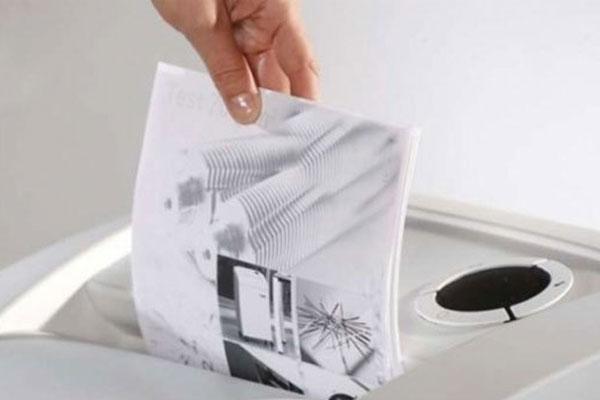 """Kể cả chiếc đĩa CD hay thẻ ATM rắn vẫn bị chiếc máy hủy giấy Silicon """"tiêu diệt"""""""