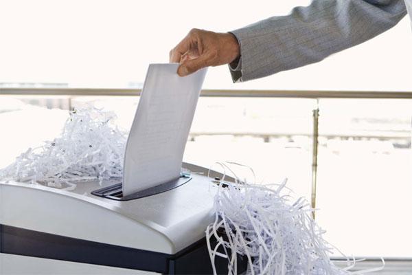 Tài liệu mật nếu không tiêu hủy hoàn toàn sẽ trở thành mầm họa cho doanh nghiệp và máy hủy giấy sẽ giúp bạn xử lý sạch sẽ