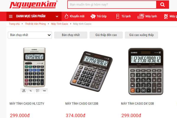 Nhiều mẫu máy tính cầm tay đang được bán tại Nguyễn Kim
