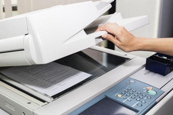 Máy photocopy thời hiện đại sử dụng kỹ thuật photocopy khô mà không đụng đến bất kì loại hóa chất lỏng nào