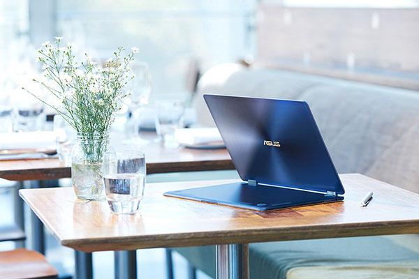 Người dùng dễ dàng mang theo bên người di chuyển mọi nơi nhờ trọng lượng nhẹ của chiếc laptop