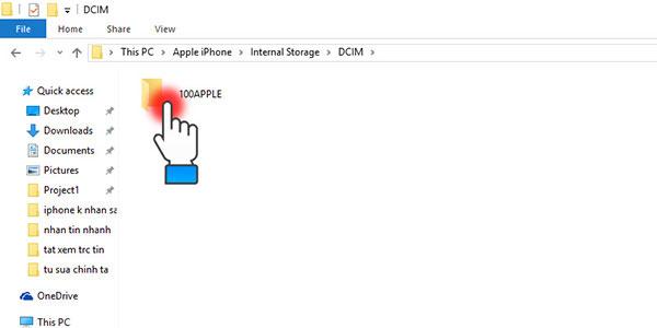 Trên máy tính xuất hiện tập tin 100APPLE, bạn bấm chọn để chép hình từ iPhone sang