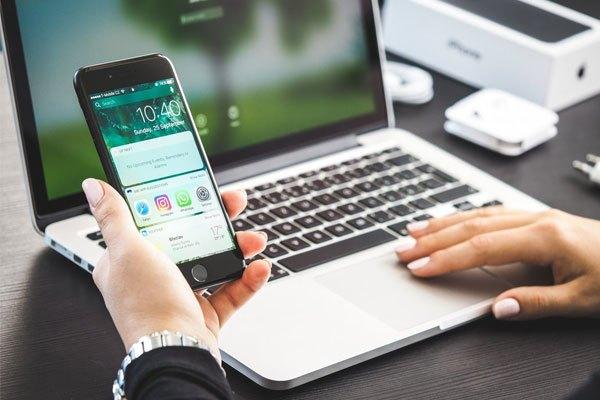 Nếu bạn đang sử dụng iPhone thì một chiếc Macbook sẽ là lựa chọn đồng bộ cho bạn