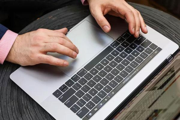 Nếu bạn đang sử dụng thế hệ MacBook mới của Táo Khuyết thì việc căn chỉnh pin là không cần thiết