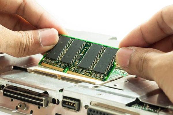 Quan sát cẩn trọng để không mua phải RAM nhái, kém chất lượng, ảnh hưởng đến hoạt động máy tính