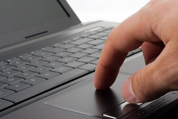 Nên trải nghiệm thử bàn phím và touchpad của laptop để xem mình có phù hợp hay không