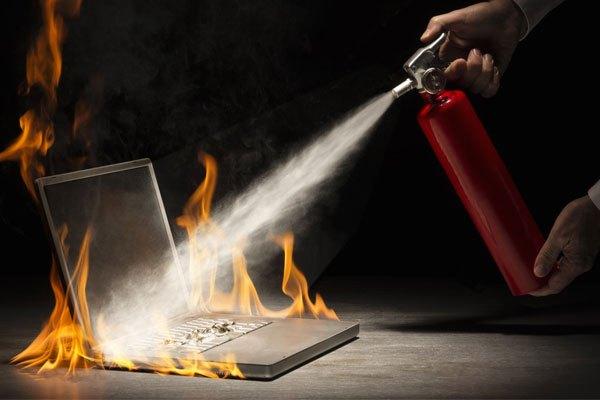 Laptop sinh nhiệt quá cao sẽ không thể sạc pin