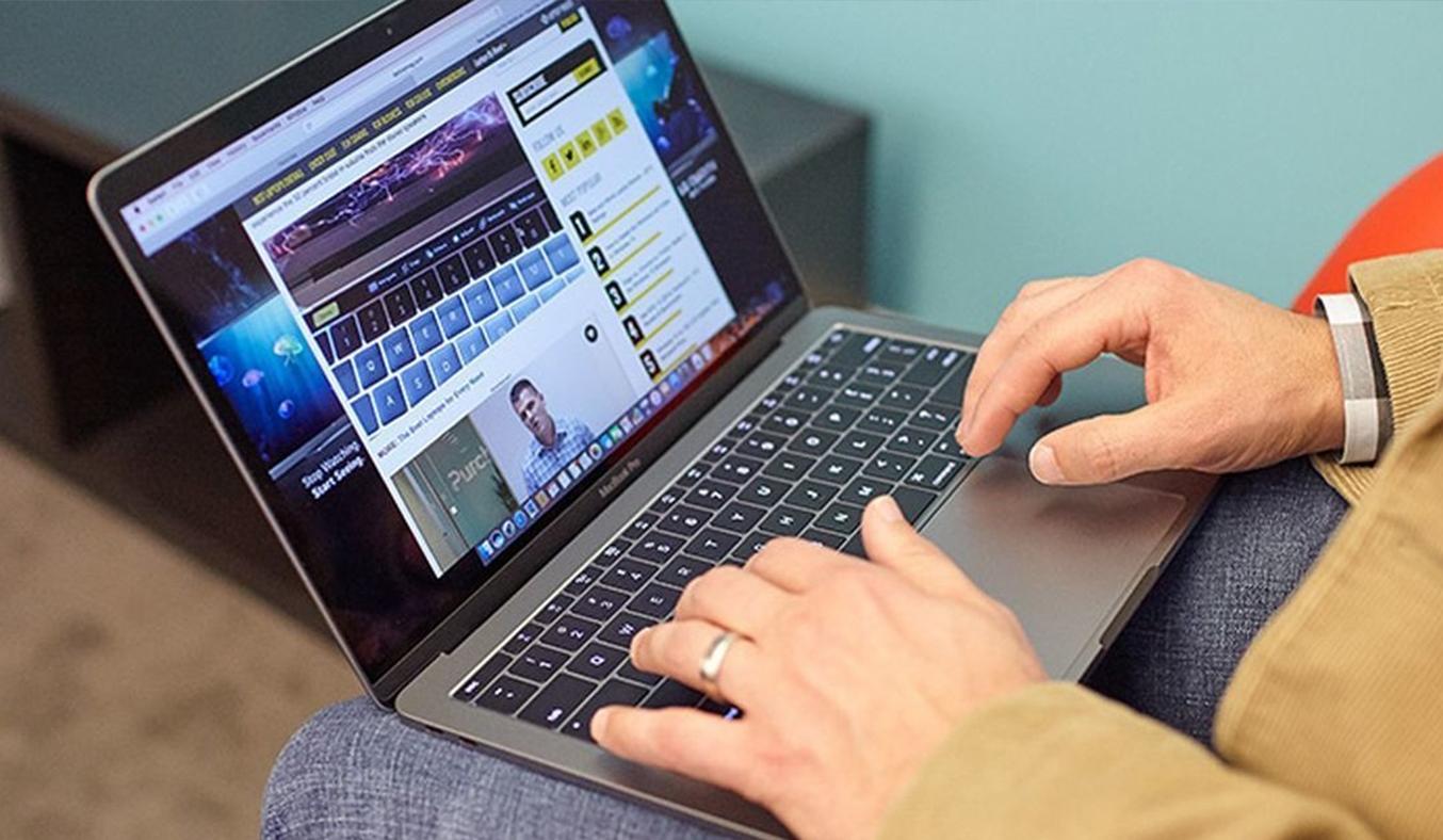 Macbook Pro 13 inch 2017 (256GB/3.1GHZ/Touchbar) touchpad siêu nhạy