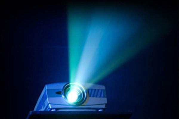 Giữ bóng đèn máy chiếu luôn khô thoáng và thay thế sau khi đã sử dụng đủ số giờ quy định