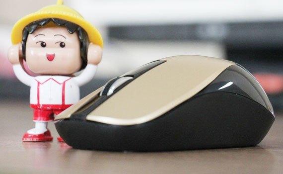 Chuột không dây Genius NX 7015 tích hợp khe giữ đầu cắm USB