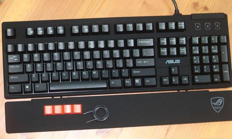 Bàn phím cơ đi kèm máy tính để bàn ASUS với các phím được gia công kỹ lưỡng