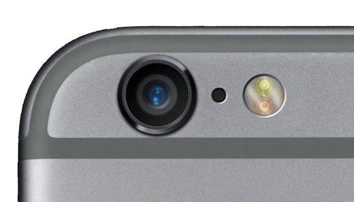 Lỗ bên cạnh camera sau của iPhone