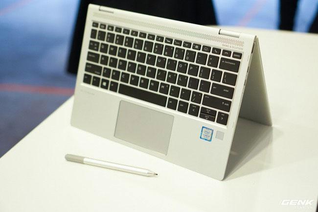 Bạn có thể gập latop để sử dụng như chiếc máy tính bảng