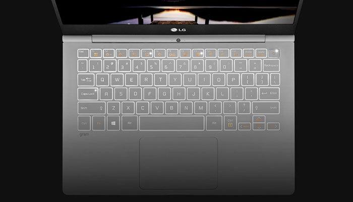 Các phím bấm trên laptop LG 14 inch Z970-G full size vuông vức, êm ái và hạn chế tiếng ồn
