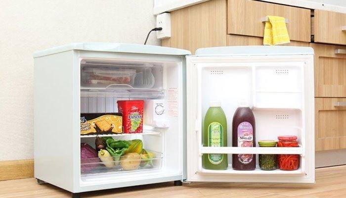 Sinh viên cần chọn tủ lạnh mini để bảo quản thức ăn nhưng vẫn tiết kiệm diện tích