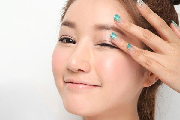 Massage mắt khi dùng laptop