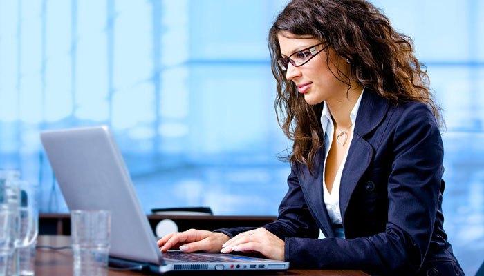Đặt laptop ở vị trí thoáng mát để tránh cản trở sự hoạt động của hệ thống làm mát
