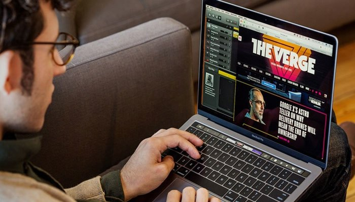 Chiếc máy tính xách tay Macbook Pro với ngoại hình sang trọng và tính năng nổi bật
