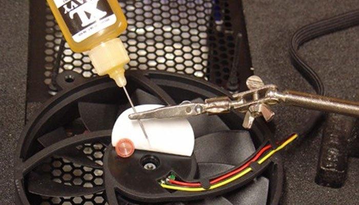 Cần sử dụng dầu bôi trơn phù hợp cho laptop