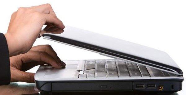 Tắt laptop nếu bạn không sử dụng trong nhiều giờ