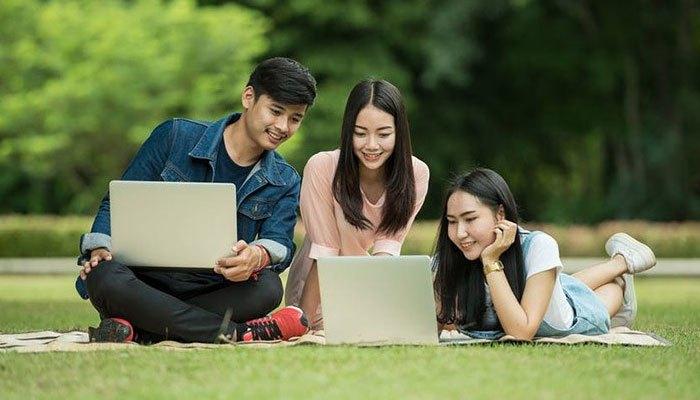 Mua máy tính cho tân sinh viên