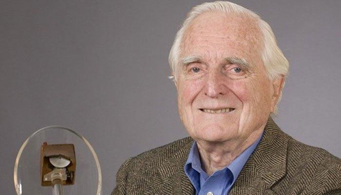 Chân dung của người sáng chế ra chuột máy tính - Douglas Engelbart