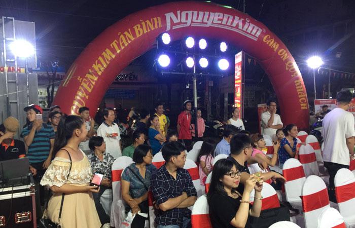 Đông đảo quý khách hàng đến tham dự chương trình