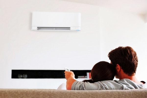 Phòng dùng máy lạnh nên được đóng kín để không thoát hơi lạnh ra ngoài