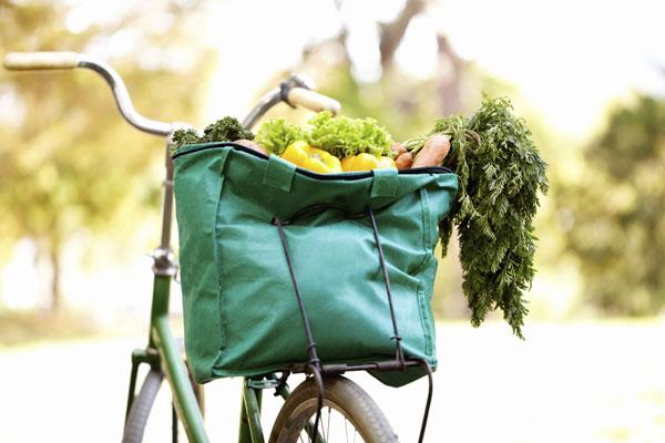 Túi này tiếp xúc với rau củ, hoa quả, với ghế ngồi xe hơi, sàn nhà bếp... Vì thế nên giặt nó bằng máy với chu kỳ nước nóng, đủ bột giặt