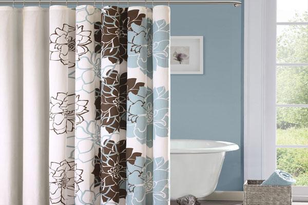 Giặt với lượng bột giặt bình thường. Thêm vào đó 2-3 cái khăn tắm để tăng sức mạnh cọ tẩy. Treo khô