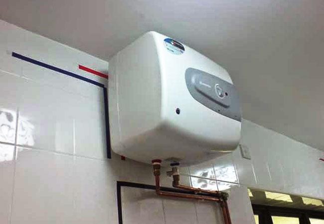 Kiểm tra cac điểm nối của bình nóng lạnh
