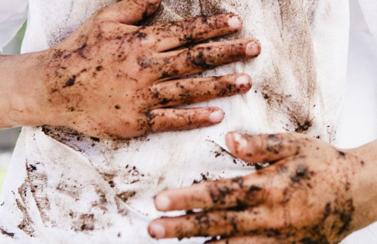 Quần áo quá bẩn có nên giặt trực tiếp bằng máy giặt?