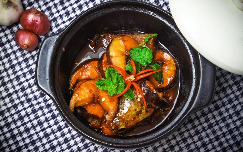 Cá chỉ ngon khi nấu lúc còn tươi, để qua đêm dù cho bạn có hâm lại thế nào đi chăng nữa cũng sẽ dễ bị ngấy