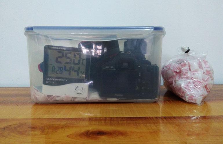 Chiếc hộp chống ẩm tự chế đơn giản có thể bảo vệ được các thiết bị máy ảnh đắt tiền