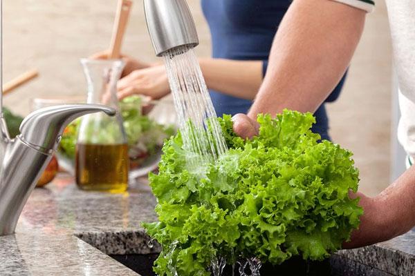 Rau củ cung cấp nhiều vitamin và chất xơ cho cơ thể nên bạn cần bảo quản cẩn thận, tránh ảnh hưởng đến chất dinh dưỡng bên trong