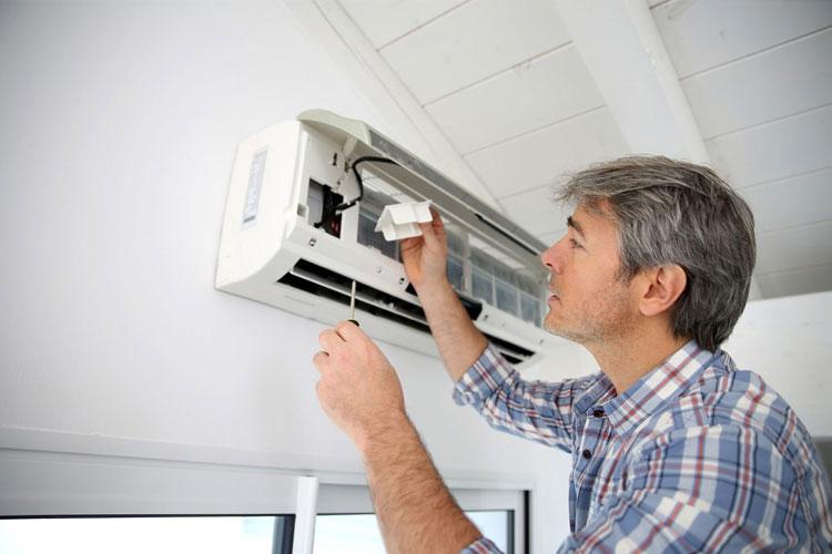 Nếu không có kinh nghiệm sửa chữa điều hòa hãy gọi thợ đến xử lý khi chúng gặp xự cố