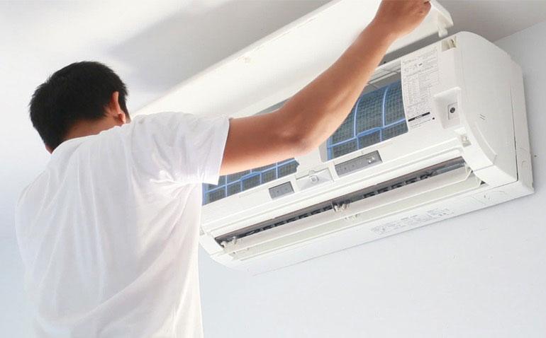 Khi lắp điều hòa, nên lắp quạt hút gió để tiết kiệm điện, làm sạch không khí.
