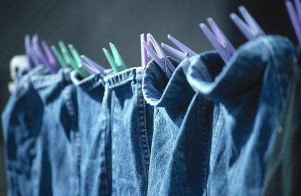 Phơi ngược chiều giúp quần áo nhanh ráo nước và mau khô hơn