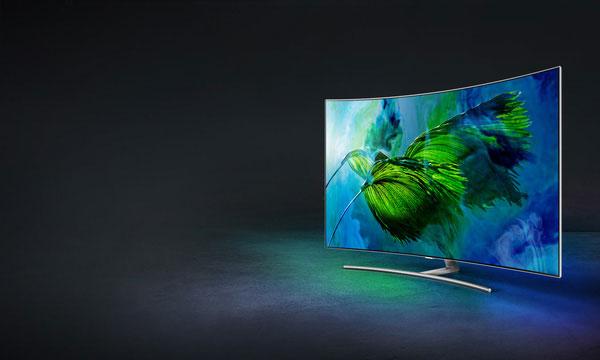 Hoặc thiết kế tràn viền đầy tinh tế của dòng QLED, ví dụ như chiếc Q8C. Samsung rõ ràng đang tạo ra một chuỗi các tác phẩm nghệ thuật, cung cấp đầy đủ những gì người tiêu dùng mong muốn, từ trải nghiệm sử dụng cho đến hiệu qua cao về mặt thẩm mỹ.