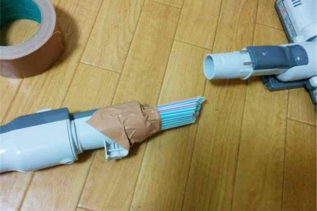 ... rồi lắp cả bó sao cho vừa vặn vào ống máy hút bụi khi đã được tháo đầu hút ra
