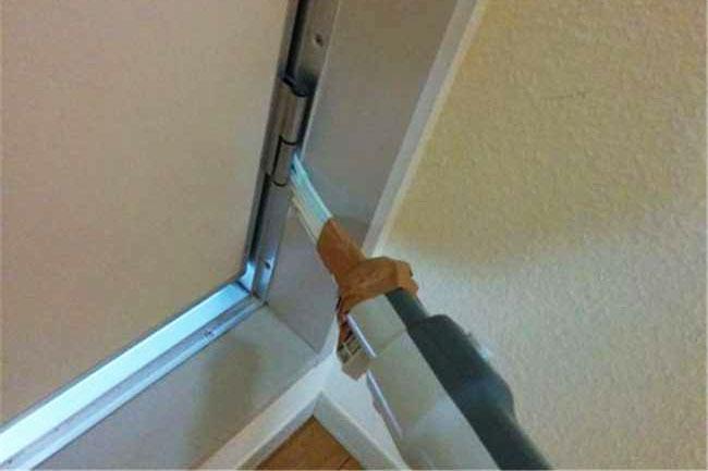 ... khe cửa...