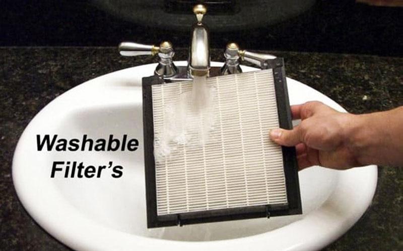 Rửa nhẹ màng lọc bằng nước thường, không dùng nước nóng