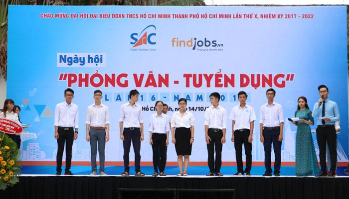 Các thủ khoa đại học được vinh danh tặng laptop từ Nguyễn Kim